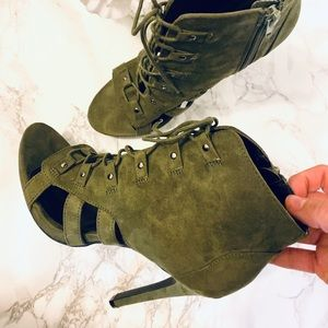 PRACTICALLY NEW* Olive Lace Up Heels